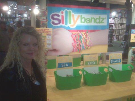 Silly-bandz-kiosk-opry-mills